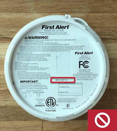 This carbon monoxide alarm is expired and needs to be replaced.